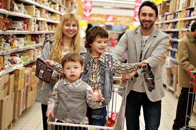 rodina v obchodě