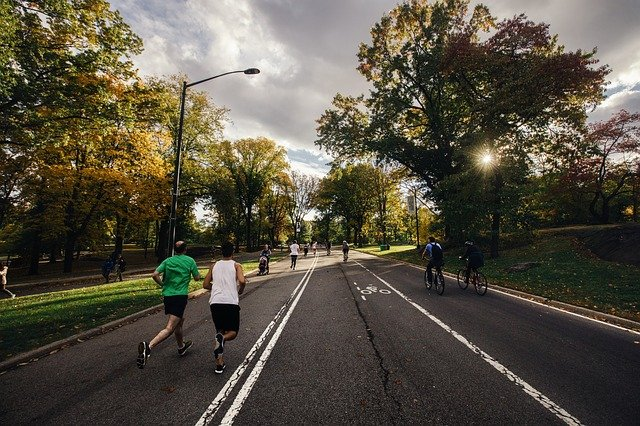 běžci a cyklisti